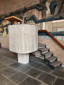 Foto preekstoel, Opstandingskerk te Arnhem